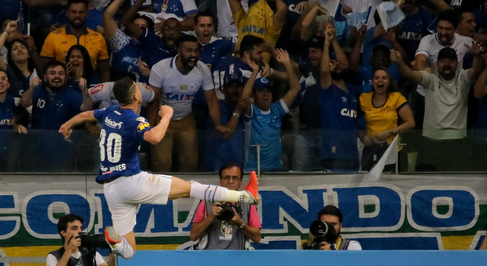 496c289c20 Thiago Neves mostrou poder de decisão e marcou o gol da vitória do Cruzeiro  sobre o Corinthians no primeiro jogo da final da Copa do Brasil de 2018.