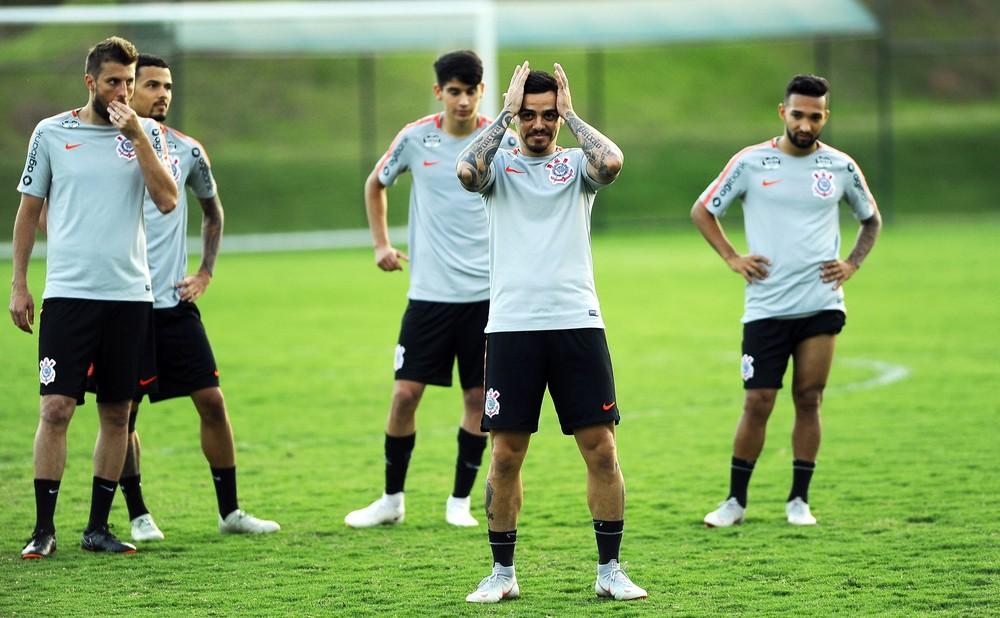 d3e569b1f3 A diretoria do Corinthians prometeu um bicho gordo ao elenco em caso de  título da Copa do Brasil. O clube pagará R  17