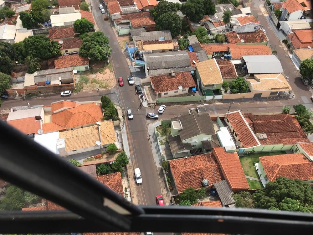 15684f61d83 Casal é perseguido por helicóptero da PM após assaltar joalheria e ...